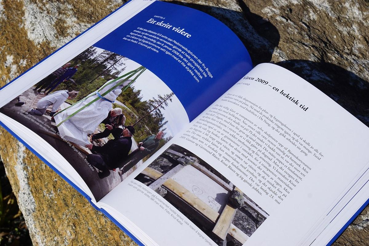 8511b2d1 Boka byr blant annet på mange bilder som få har sett fram ...
